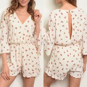 Everly Cream Floral Rose V Neck Romper Small New